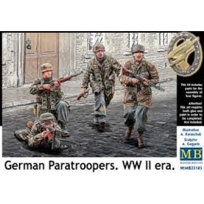 German Paratroopers. WW II era ( 1/35 code 35145 )