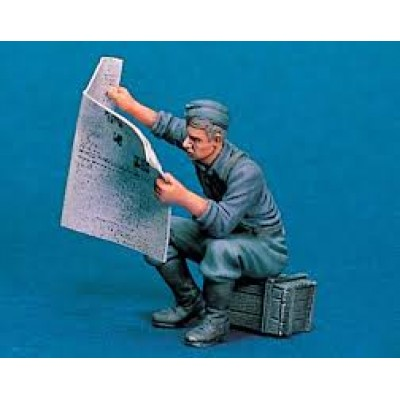 """READING NEWSPAPER"" ( 1/35 code 3544 )"