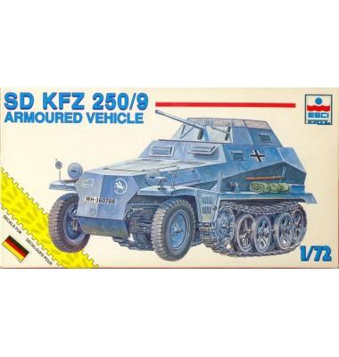 Esci SD Kfz. 250/9 ( 1/72 code 8371 )